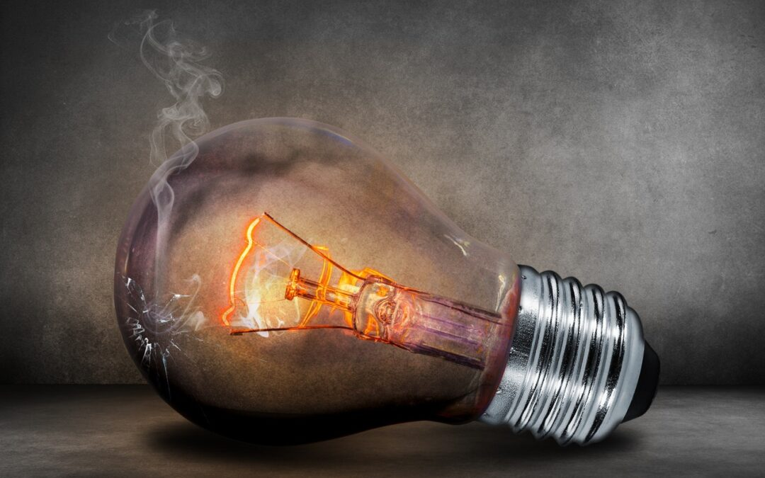 5 Simple Reasons Your Lightbulbs Are Flickering
